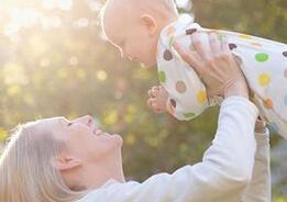 新生儿冬天如何晒太阳?新生儿晒太阳应注意什么