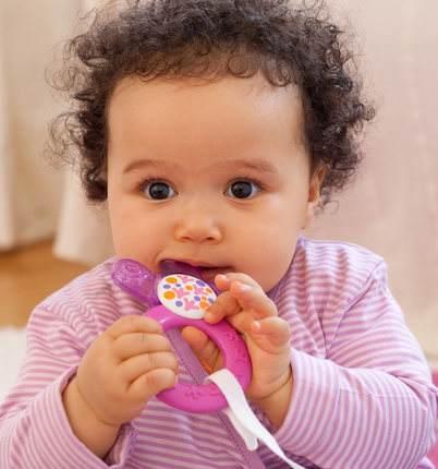 宝宝长牙,是用磨牙棒好还是牙胶好?