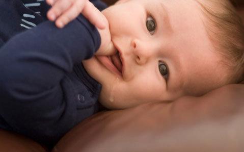 婴儿什么时候流口水?宝宝流口水怎么办?